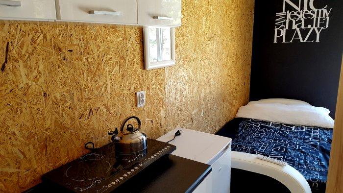 Hotel hel noclegiApartament czteroosobowy z oddzielną sypialnią.